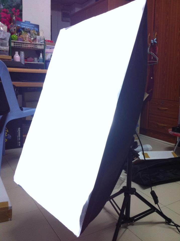Light tent Studio เต็นท์ถ่ายรูป ขนาด 80  x 80  x 80 ซม พร้อมขาตั้งไฟ 2 ตัว ชุด Studio Softbox 3 ตัว ผ้า Backgroud 4 สี